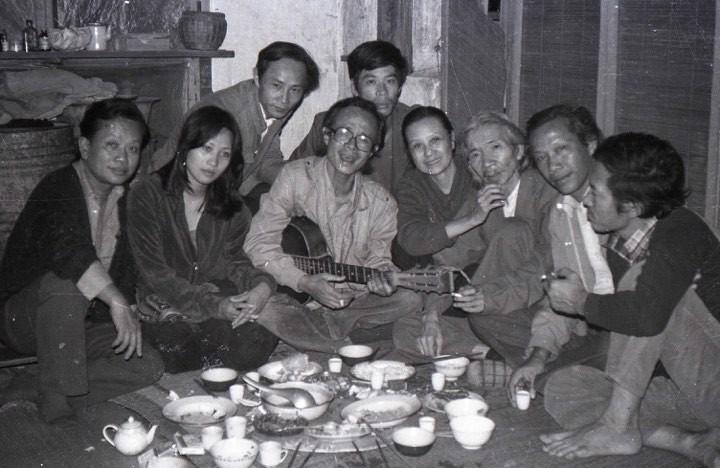 """베트남 문학예술인들의 연대기인 """"옛날의 사람들"""" 사진집 - ảnh 2"""