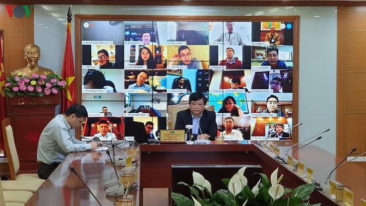 베트남 국영 라디오 방송국, 하노이 지부와의 회의를 온라인으로 전환 - ảnh 1