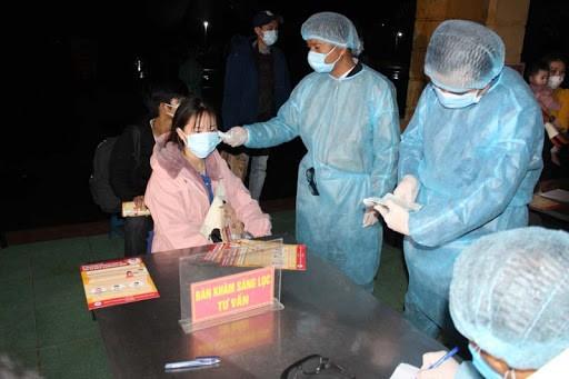 응우옌 쑤언 푹 총리: 의료계 종사자 및 공무원에 격려 편지 전달 - ảnh 1