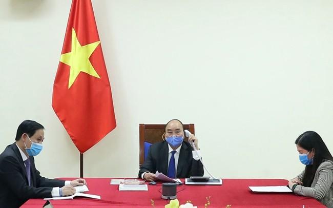 응우옌 쑤언 푹 총리, 리커창 중국 총리와 통화 - ảnh 1