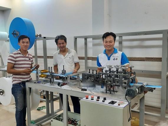 효과적인 방역을 위한 베트남 청년들의  발명품 - ảnh 1