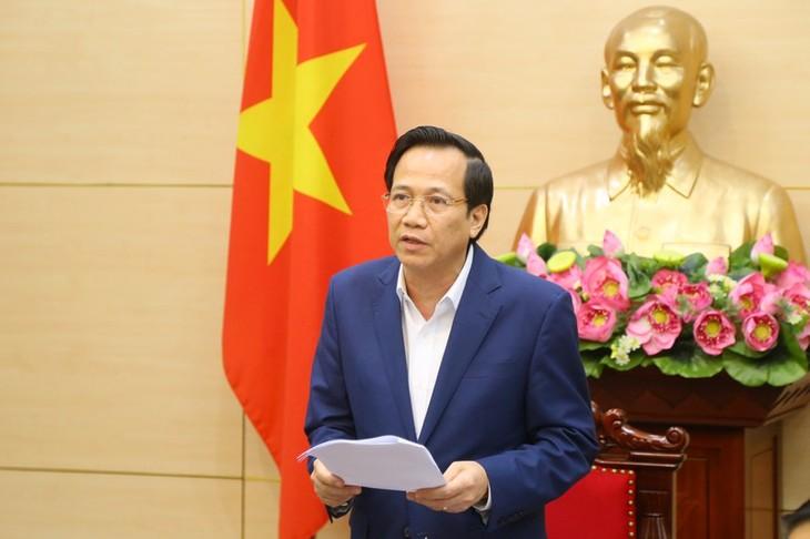 코로나 19 사태 속에 정부의 생계지원 패키지를 받는 베트남 국민들 - ảnh 2