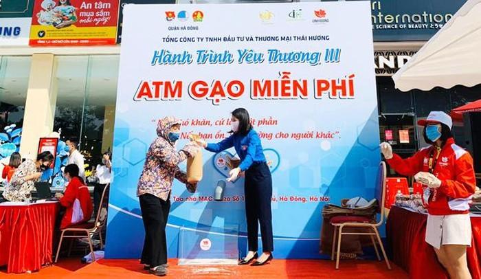 하동 (Hà Đông)군 청년단,'쌀 ATM' 행사를 열었다 - ảnh 1