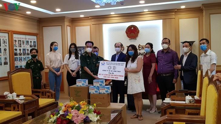 기업들, 코로나19 전염병을 예방하기 위해 국경경비대에 의료용품 기증 - ảnh 1