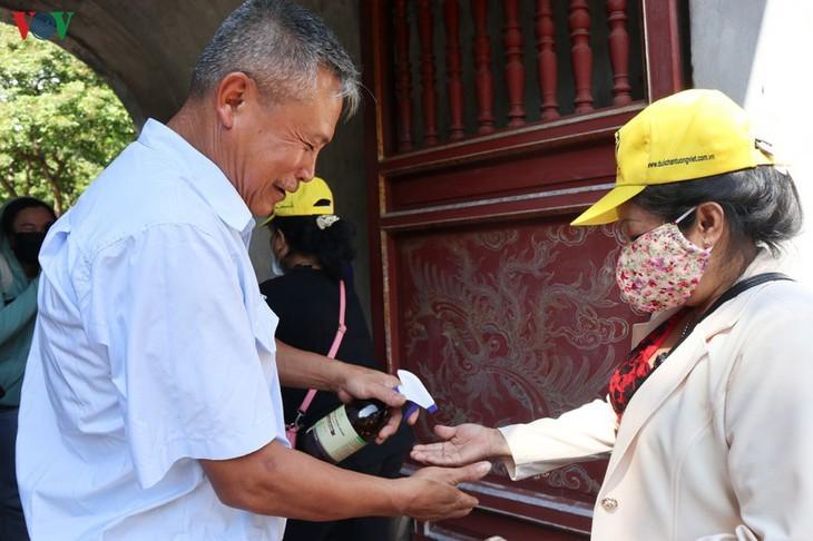 재개관 첫날 하노이 명승지의 모습 - ảnh 6