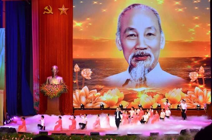 베트남 공산당, 베트남 민족, 베트남 인민, 국제 우방의 혁명 사업을 위해 일생을 바친 호찌민 주석 - ảnh 1