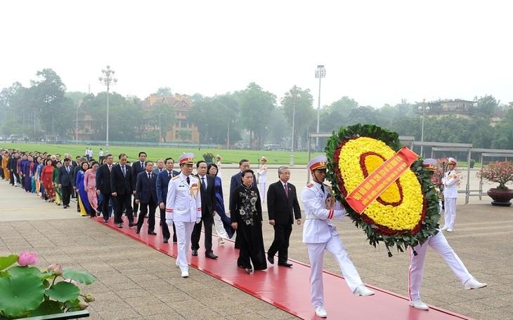 당, 국가, 조국전선, 국회 대표 호찌민 주석 묘소 방문 - ảnh 1