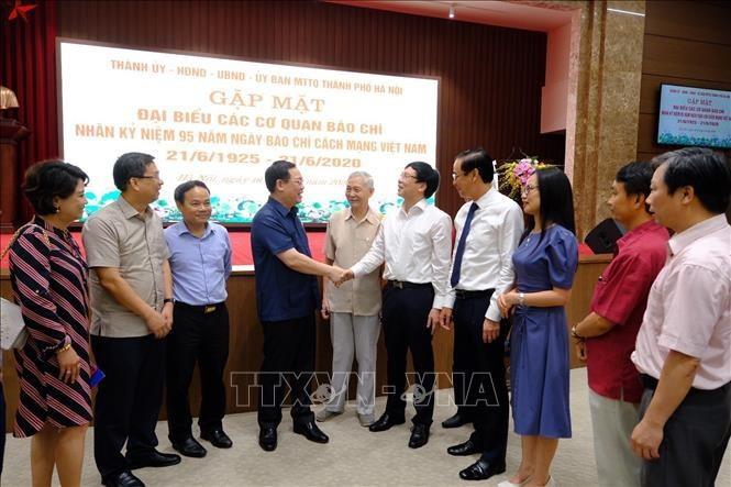 베트남 혁명 언론의 날 95 주년: 300명의 하노이시 지도부와 기자 간의 만남 - ảnh 1