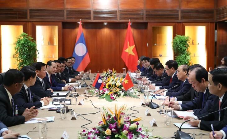 응우옌 쑤언 푹 총리, 통룬 시술리트 라오스총리와 회담 - ảnh 1
