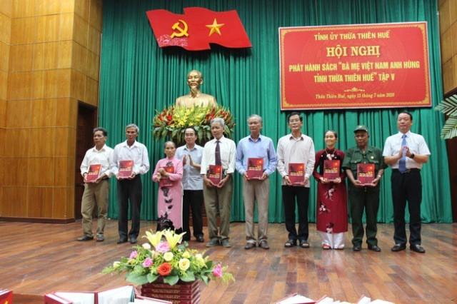 7월 27일 전상자-열사의 날 맞이 트어티엔-후에 베트남 영웅 어머니들에 감사 - ảnh 1