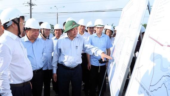 응우옌 쑤언 푹 총리, 롱탄공항사업 진척사항을 점검 - ảnh 1