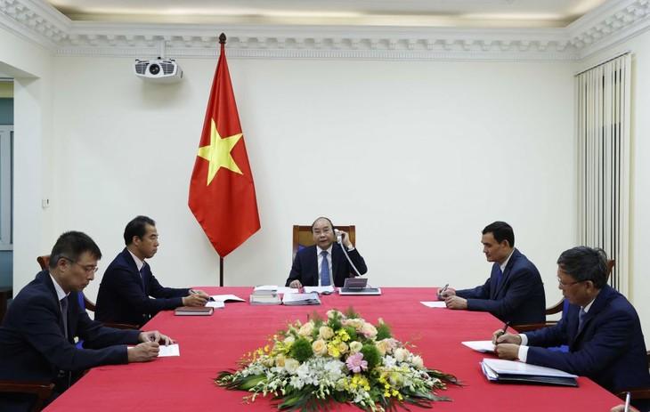 응우옌 쑤언 푹 국무총리, 우르줄라 폰 데어 라이엔 유럽위원장과 전화 - ảnh 1