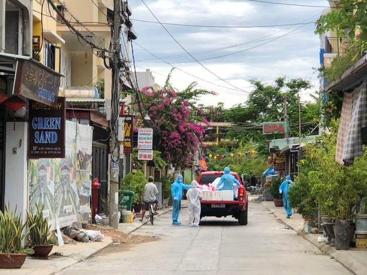 호이안시 당국, 봉쇄된 거리 주민을 위한 배려 - ảnh 1