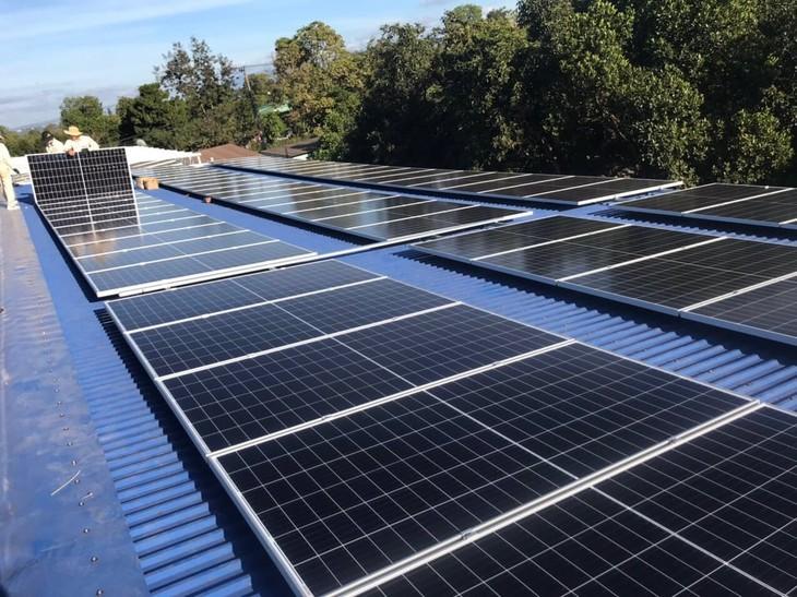 베트남전력공사, 전국에 약 2만개의 태양광 패널 지붕 사업을 설치 - ảnh 1