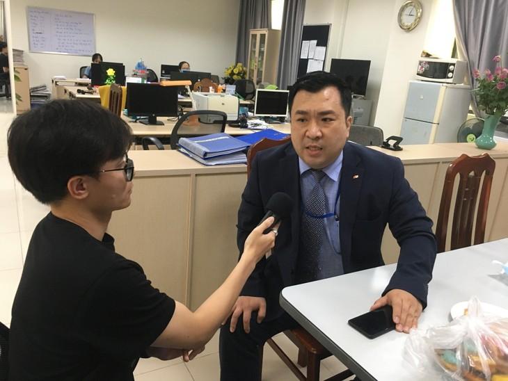 BTB International & Medical, 베트남 라디오방송국 대외방송에 1천 장의 의료마스크 전달 - ảnh 2