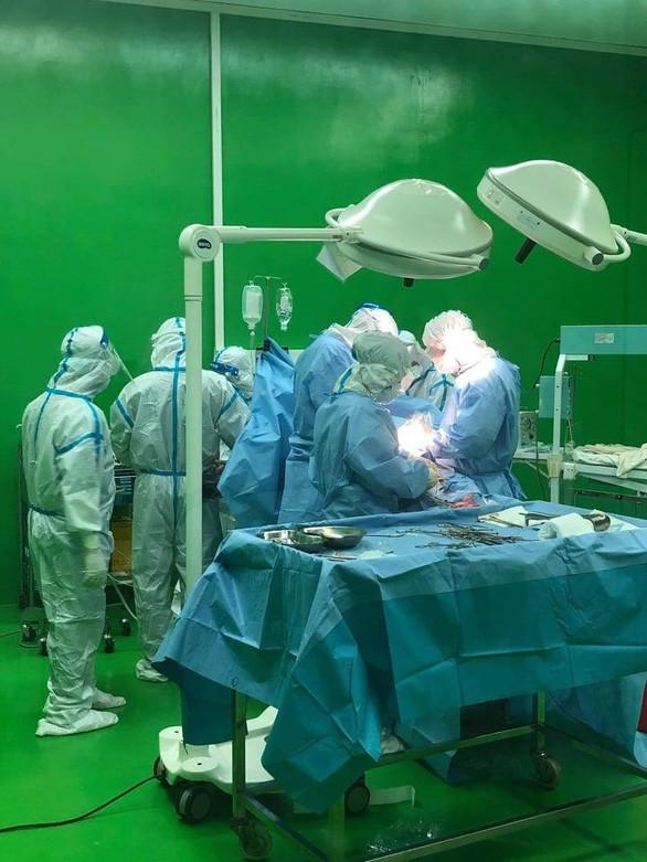 코로나19 감염 임신부, 성공적으로 제왕절개 수술 - ảnh 1