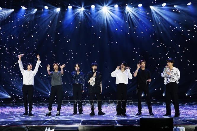 방탄소년단, 한국 팝 그룹 최초로 빌보드 핫100 차트 1위에 오르다 - ảnh 1