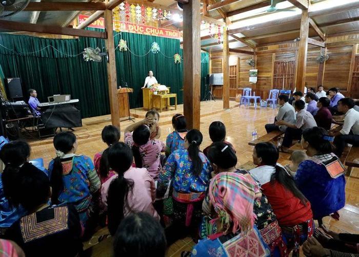 시마 2 마을 기독교 공동체의 아름다운 생활 - ảnh 2