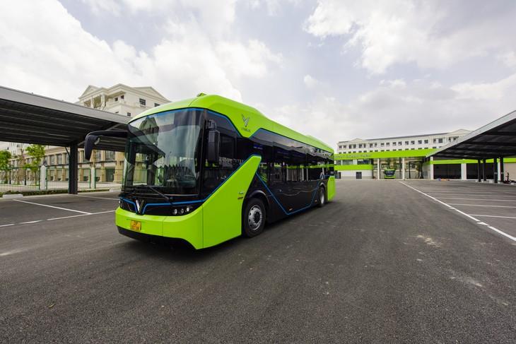 베트남 최초 전기 버스 노선 운행 - ảnh 1