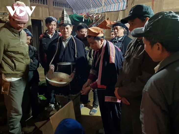 선라(Sơn La)성 자오띠엔(Dao Tiền)족의 독특한 풍녀낭(Púng nhnáng) 가문 제례 - ảnh 2