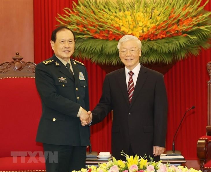 응우옌 푸 쫑 서기장과 응우옌 쑤언 푹 국가주석, 중국 국방부 장관 웨이 펑 허 상장 접견 - ảnh 1