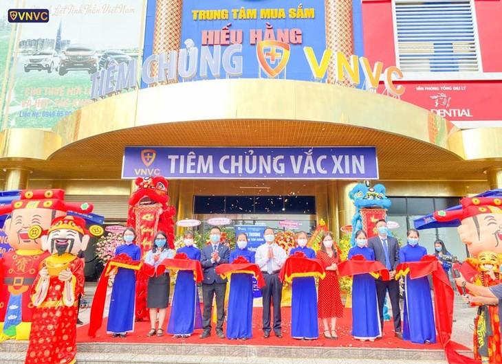 동허이(Đồng Hới)에서, VNVC 속 53차 접종센터 개장 - ảnh 1