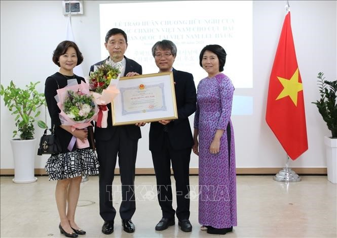 이혁 전 주베트남 한국 대사에 수교훈장 전달 - ảnh 1