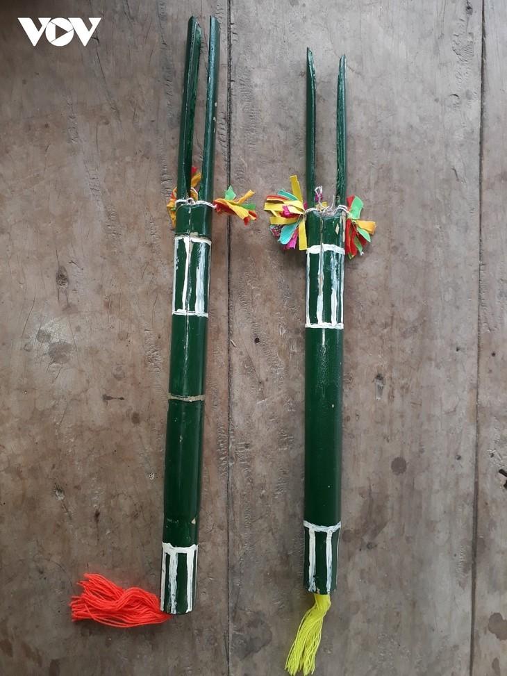 선라(Sơn La)성 쿠인냐이(Quỳnh Nhai)현 캉 (Kháng) 소수민족의  전통악기 '흔마이 (Hưn mạy)' - ảnh 1