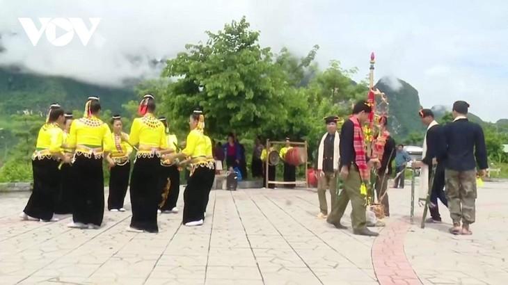 선라(Sơn La)성 쿠인냐이(Quỳnh Nhai)현 캉 (Kháng) 소수민족의  전통악기 '흔마이 (Hưn mạy)' - ảnh 2