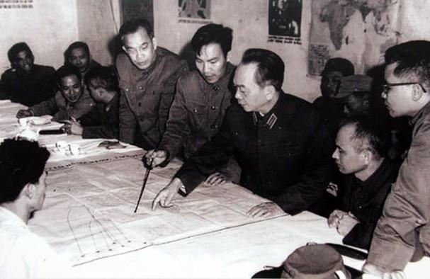 보 응우옌 잡 장군과 역사적 순간들 - ảnh 16
