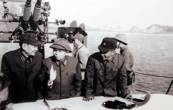 보 응우옌 잡 장군과 역사적 순간들 - ảnh 17