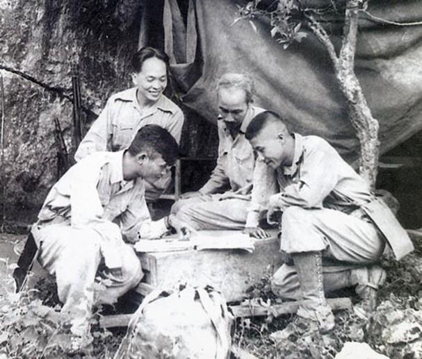 보 응우옌 잡 장군과 역사적 순간들 - ảnh 8