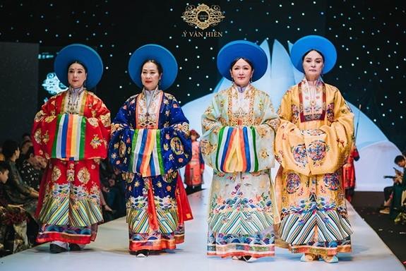 베트남 민족의 문화 가치를 잘 반영하는 전통 의상 - ảnh 1
