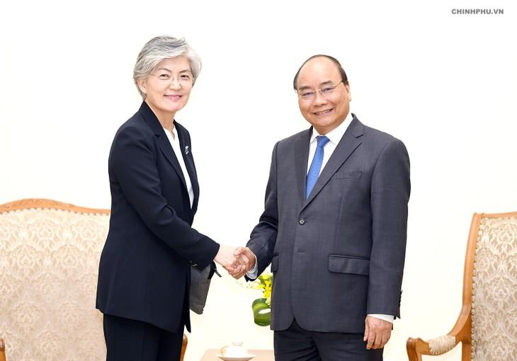 នាយករដ្ឋមន្រ្តីវៀតណាមលោក Nguyen Xuan Phuc ទទួលជួបសវនាការជា មួយថ្នាក់ដឹកនាំចិន ជប៉ុន កូរ៉េខាងត្បូង ដែលអញ្ជើញមកចូលរួមវេទិកា WEF ASEAN ២០១៨ - ảnh 3