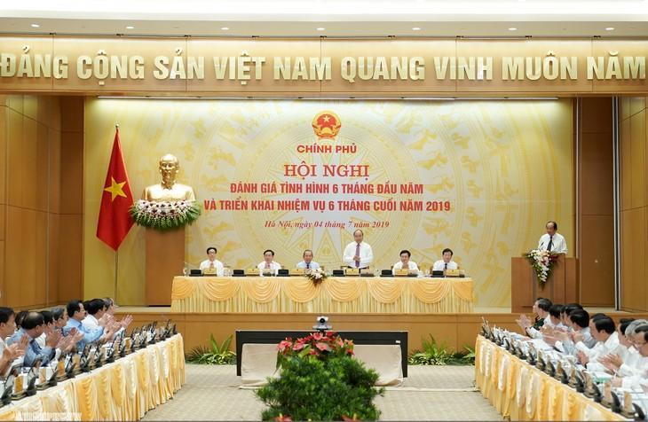 នាយករដ្ឋមន្រ្តីវៀតណាមលោក Nguyen Xuan Phuc អញ្ជើញធ្វើជាប្រធានកិច្ចប្រជុំរដ្ឋាភិបាលជាប្រចាំខែមិថុនាឆ្នាំ២០១៩ - ảnh 1