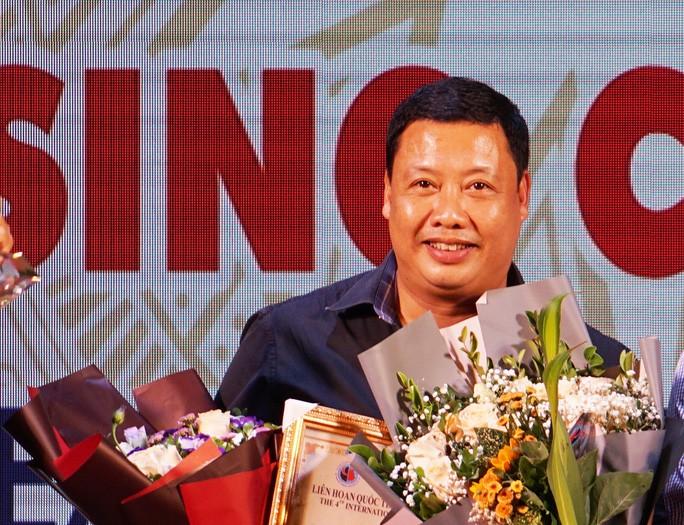សិល្បៈករប្រជាជន Nguyen Tien Dung ចំណាយទាំងកម្លាំងកាយនិងកម្លាំងចិត្តចំពោះល្ខោនអាយ៉ង - ảnh 2