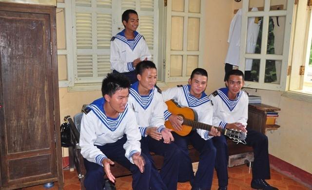 Truong Sa – ឈរយ៉ាងរឹងមាំនៅចំពោះមុខរលកបោកបក់ - ảnh 2