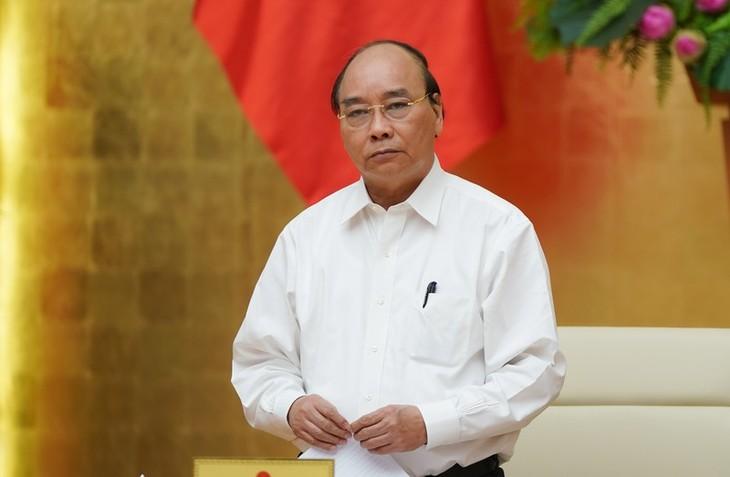 នាយករដ្ឋមន្រ្តី លោក Nguyen Xuan Phuc អញ្ជើញដឹកនាំកិច្ចប្រជុំគណៈកម្មាធិការអចិន្ត្រៃយ៍រដ្ឋាភិបាលស្តីពីបង្ការទប់ស្កាត់នៃការឆ្លងកូវីដ-១៩ - ảnh 1