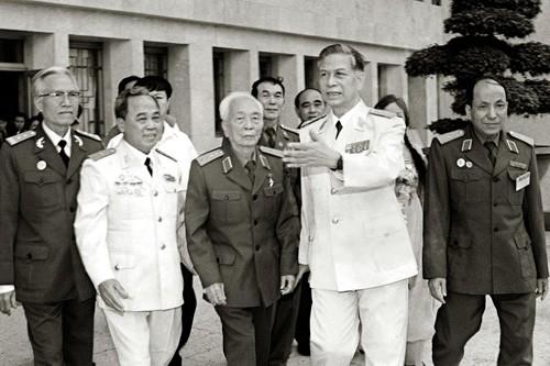 បណ្ការូបភាពគួរឲ្យរំជួលចិត្តអំពី ឧត្តមសេនីយ៍ឯក Vo Nguyen Giap  - ảnh 2