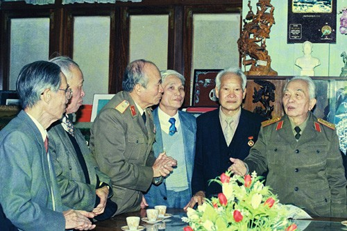 បណ្ការូបភាពគួរឲ្យរំជួលចិត្តអំពី ឧត្តមសេនីយ៍ឯក Vo Nguyen Giap  - ảnh 5