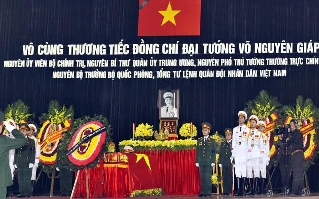 ពិធីរំលឹកវិញ្ញាណក្ខ័ណ្ឌនាយឧត្តមសេនីយ៍ Vo Nguyen Giap  - ảnh 1