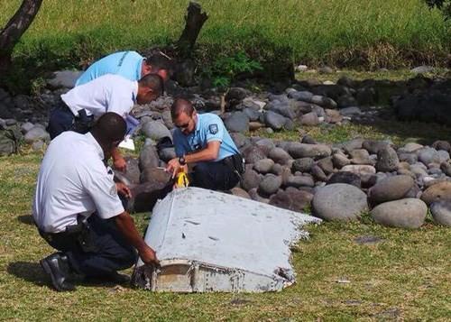 រកឃើញបំណែកដែលត្រូវបានសង្ស័យជារបស់យន្តហោះ MH370 លើមហាសមុទ្រ ឥណ្ឌា - ảnh 1