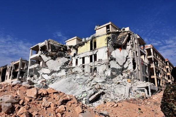 មនុស្សរចំនួនជាង ១ រយនាក់ត្រូវស្លាប់ក្នុងការវាយប្រហារតាមផ្លូវអាកាសថ្មីនៅ ទីក្រុង Aleppo ស៊ីរី - ảnh 1