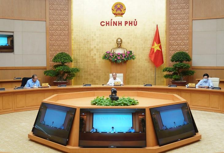 PM Nguyen Xuan Phuc memimpin sidang tentang pencegahan dan pemberantasan wabah Covid-19 - ảnh 1