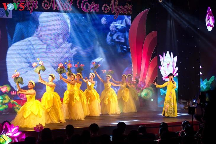Program kesenian memperingati ultah ke-130 Hari Lahir Presiden Ho Chi Minh - ảnh 1