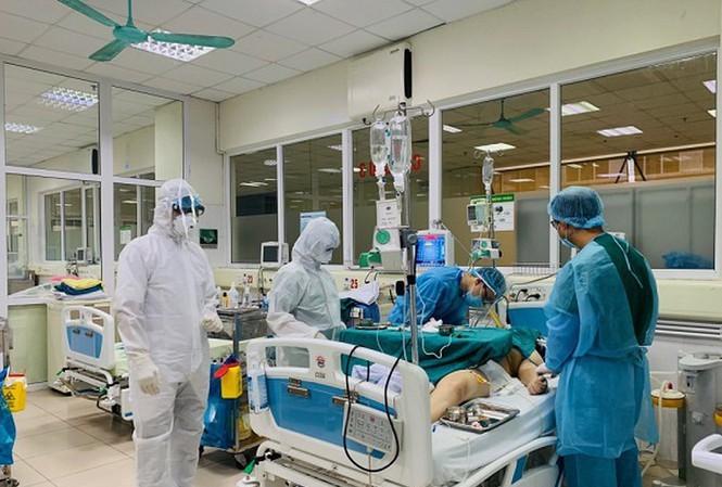Pers asing mencatat upaya Vietnam dalam menyelamatkan pasien Inggris yang terinfeksi Covid-19 - ảnh 1