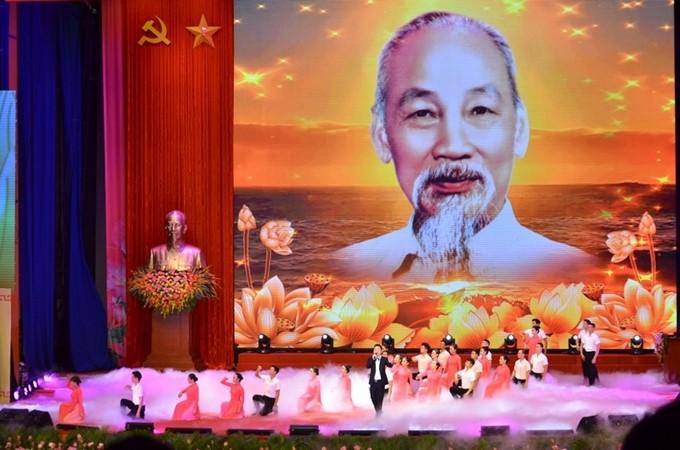 Presiden Ho Chi Minh telah mempersempahkan seumur hidupnya kepada usaha revolusi PKV, bangsa Vietnam, rakyat Vietnam dan sahabat internasional - ảnh 1