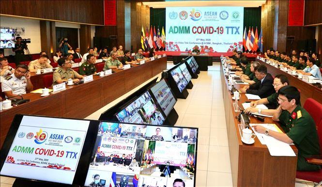 Kedokteran militer negara-negara ASEAN mengadakan latihan mekanisme mencegah dan memberantas wabah Covid-19 secara online - ảnh 1