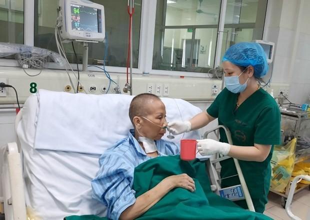 Vietnam tidak mencatat kasus infeksi baru, pasien yang mengalami 3 kali henti jantung sudah sembuh - ảnh 1