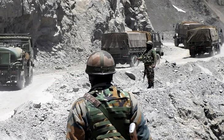 Tentara India dan Tiongkok mengadakan perundingan tingkat tinggi tentang masalah perbatasan - ảnh 1